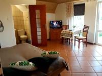 ZDJĘCIE: Pokój 2-osobowy z łazienką, tv, lodówką oraz tarasem