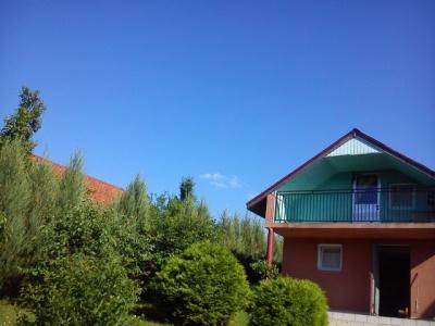 Dwa domki letniskowe nad jeziorem Ołów