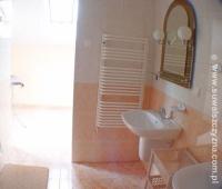 ZDJĘCIE: Pokój ze wspólną łazienką